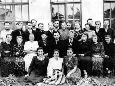 Коллектив Новобобовичской школы в 1954 г.